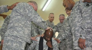 Army-chaplain-soldiers-pray