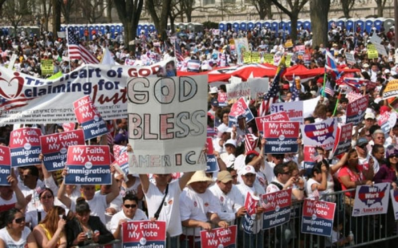 Immigration Reform Crucial to Future of Evangelical Church, Analysts Say