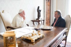 UNHCR chief meets Pope Francis to discuss refugee issues