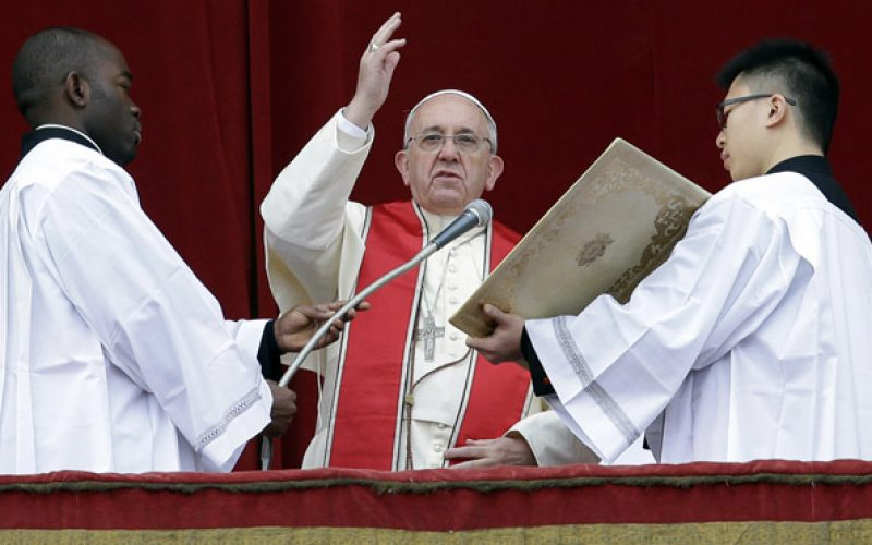 Pope Francis hopes for a better world in Christmas Day message