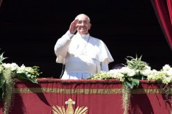 Pope Francis, Huge Crowd Joyously Celebrate Easter