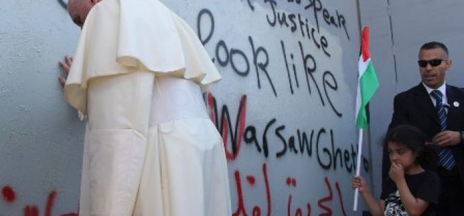 Pope Francis Offers Surprise Prayer at Wall Separating Israel and Palestine