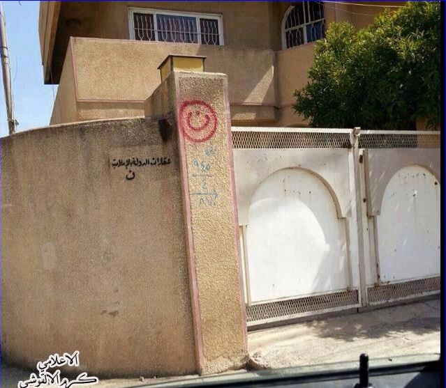 "(PHOTO: AINA NEWS) The Arabic letter ""n"" (inside red circle), signifying ""Nasarah"" (Christian), on a Christian home in Mosul."